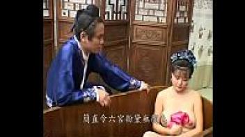 >หนัง18+เรทอาร์ย้อนยุด ฉากเด็ดxxxxxโป้ราชาจีนได้สนมนมใหญ่เลยหลงหี จับเย็ดน้ำแตกทุกวันไม่ยอมให้พัก จนนางสนมรูหีบาน